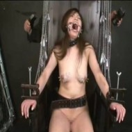 【SMレイプ動画】綺麗な乳首に針を刺して釣り針で皮膚を吊り電流を流すガチ拷問プレイがスゴ過ぎる