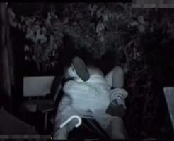 【本物レイプ動画】野外公園の監視カメラに捉えた深夜の強姦映像がネット流出!意識のない女を好き放題に・・・