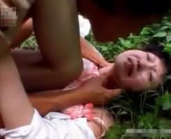 【本物レイプ動画】閲覧注意!山奥に拉致された女子校生がガチドン引きレベルの衝撃強姦映像!