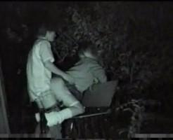 【盗撮流出動画】監視カメラにバッチリ撮られてる中でセックスを楽しむカップルww音がはっきり取れる程近くでしていますww