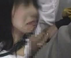 【本物痴漢】痴漢にイラマチオで口マンコをレイプされ泣きながら必死で逃げるように電車から去っていくJK