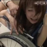 【集団レイプ動画】老人ホームでおじいちゃん達の性玩具にされちゃう介護士