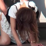【青姦盗撮動画】デニムスカートを捲り上げて昼間から公園で腰を振りまくる茶髪ギャルの野獣セックスがパないwww