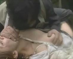 【暴行レイプ動画】指名手配犯が逃げ込んだ先で女性を暴行レイプする事件。レイプされ気を失った女性を第一発見者も女性をレイプする悲惨な事件・・・