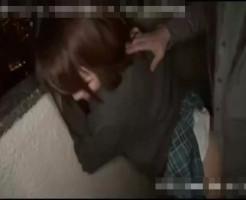 【JKレイプ動画】人が一番気を抜く瞬間・・・自宅の目の前で男に襲われ強姦された女子高生