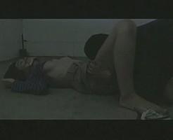 【押し入りレイプ動画】マンションに侵入しガムテープで口を塞いでレイプ・・・