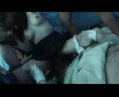 【集団レイプ】ホームレスにテントに連れ込まれたJKが臭いチンコに輪姦される地獄絵図・・・
