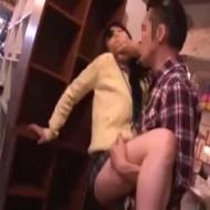 【痴漢レイプ動画】客を装い店員さんに痴漢レイプする連続強姦魔。若い美人な店員を食い散らかす・・・