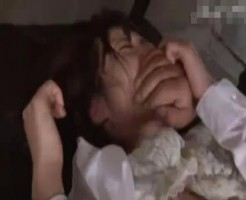 【睡眠薬レイプ動画】闇金業者が取材に来た美人記者に睡眠薬飲まして中出しレイプする鬼畜映像・・・