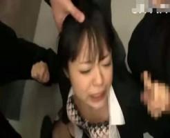 【集団レイプ動画】就活中のスーツ姿の女子大生が電車内で集団痴漢にあい精子まみれされてしまう・・・