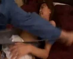 【NTRレイプ動画】清楚な人妻が旦那の留守に不法侵入した作業服の男に生姦レイプされる悲惨な映像・・・