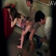 【青姦レイプ動画】白昼堂々の犯行!新婚の人妻をマンションの非常階段で串刺しレイプ・・・