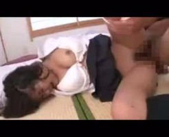 【無修正妹レイプ動画】シャブ中の兄が女子高生の妹をレイプ!制服姿のまま生チンコぶち込まれ強烈ピストン~中出し