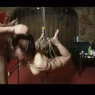 【無修正SMレイプ動画】拉致ったギャルを宙づり緊縛して生チンコで性奴隷にする鬼畜オヤジの調教記録・・・