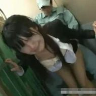【OLレイプ動画】貨物用エレベーターにOLを閉じ込めて生姦レイプ!泣きじゃくる女に問答無用の中出し・・・