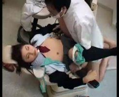 【ロリレイプ動画】鬼畜注意!歯科医に強力な麻酔を打たれて失神した女子高生が診察台の上で種付けレイプされてしまう・・・