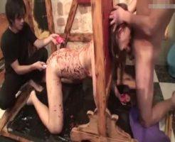 【無修正SMレイプ動画】閲覧注意!キチガイの奴隷として飼われるギャルが全身蝋まみれにされ口もマンコも肉棒でめった刺しww