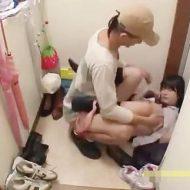 【Jkレイプ動画】鬼畜注意!大人しい中学生の少女がストーカーに自宅まで上がり込まれて強引な種付けレイプされてしまう・・・