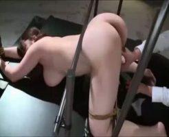 【凌辱レイプ動画】キチガイに拉致られたOLが両手足の自由を奪われた中出し専用性奴隷として飼育される・・・