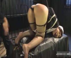 【アナルレイプ動画】修道女を緊縛監禁して肛門調教!極太バイブでアナル拡張して絶叫する女の膣を無限ピストン!