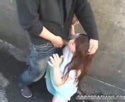 【青姦レイプ動画】鬼畜注意!ストーカーに駐車場の裏に連れ込まれ強引にレイプされた女子大生の悲劇・・・