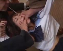 【ロリレイプ】反応が悪いJKにムカついて顔面を踏みつけ唾を吐きつける鬼畜レイプ集団・・・