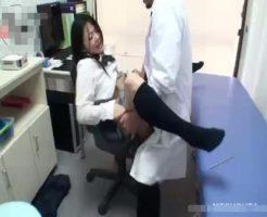 【無修正レイプ動画】体調不良を訴える女子校生が診察中に鬼畜な医師にレイプされる一部始終・・・
