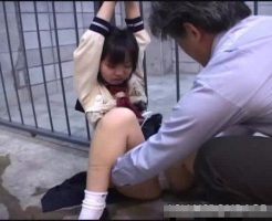 【ロリレイプ動画】完全処女の中●生少女を拉致って両手を縛り電マ責め!キチガイに凌辱され号泣する少女は小便漏らして失神ww