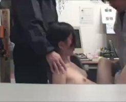 【ガチレイプ動画】万引きJKを店員2人が事務所に監禁して処女マンコに罪の重さを思い知らせる中出し姦・・・