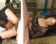 【人妻レイプ動画】妊娠検査に来た人妻を治療中にレイプする鬼畜医師の犯行!分娩代の上で動けない美女に強引に肉棒挿入!