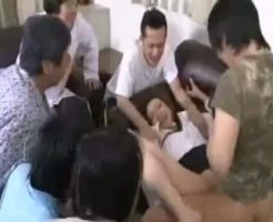 【集団レイプ動画】妊娠確実!キチガイ集団に監禁された人妻がチンコ20本で次々犯され大量のザーメンを中出されてしまう・・・