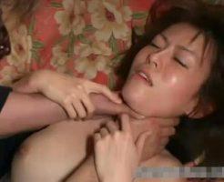 【エロ拷問動画】ドS男の性奴隷として飼育される女子大生が首絞めプレイで失神失禁ww