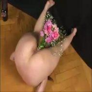 【凌辱レイプ動画】清楚な人妻が四肢を縛られ全身に蝋燭を垂らされるなどの責め苦の末にアナルに花を活けられるww