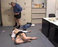 【ガチレイプ動画】清掃員の鬼畜な犯行!一人残業するOLをクロロホルムで眠らせて遺伝子注入中出しレイプ!
