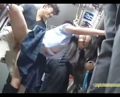 【JKレイプ動画】セーラー服の女子校生がバス車内で痴漢に襲われ強引に生チンコぶち込まれて中出しまで・・・