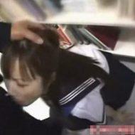 【ロリレイプ動画】図書館で勉強中のJK少女を本棚の陰でレイプ決行!「殺すぞ」と脅してフェラ強要後そのまま・・・