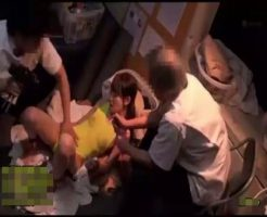 【ガチレイプ動画】両手拘束した中●生少女を媚薬オイルで覚醒させて生肉棒2本で輪姦レイプ!