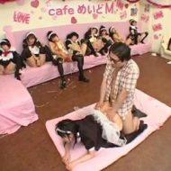【ロリレイプ動画】非モテのオタクが行きつけのメイドカフェをジャックしてハーレム乱交!