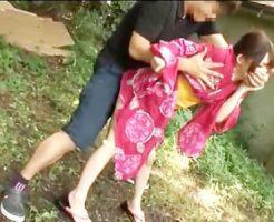 【JKレイプ動画】お祭りに来ていた浴衣姿の女子校生の野ションを見たロリコンが我慢できなくなり…