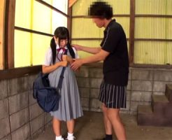 【JCレイプ動画】下校中の女子中○生を人気のないところに連れ込んで強制イラマチオ!