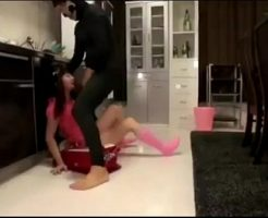【JSレイプ動画】小●生の少女がシ●ブ中の叔父さんにツインテ掴まれての地獄イラマチオで窒息・・・