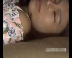 【昏睡レイプ動画】飲み会でげこの女子大生を強い酒で飲ませて意識を奪い中出し強姦!