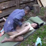 【JSレイプ動画】島育ちで性の事を何も知らない女子小○生を騙して青姦セックス!