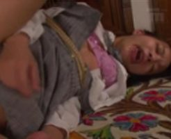 【JSレイプ動画】拉致された小○生をバックで犯したら泡吹いてアヘ顔痙攣したんだけどw