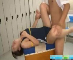【JCレイプ動画】女子更衣室に侵入してる教師がスク水生徒にばれて勢いでレイプ!!