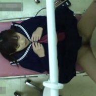 【JK レイプ動画】産婦人科でマジメ黒髪女子校生のアソコをエロ診察する映像流出!