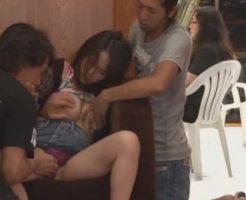 【青姦レイプ動画】泥酔してベンチで休む人妻をDQN3人が輪姦レイプ!上下の穴を肉棒でめった刺しにして濃厚精子注入・・・