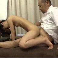 【JCレイプ動画】腰痛治療に訪れた中〇生少女を施療中にレイプするキチガイ整体師・・・