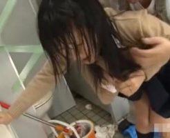 【JKレイプ動画】清掃中のトイレに入ってきた女子校生を作業員が中出しレイプ!泣きじゃくる少女を生チンコでめった刺しに・・