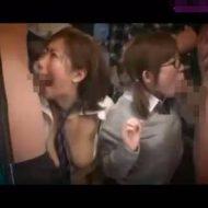 【痴漢レイプ動画】通学途中の女子校生2人が痴漢集団に囲まれ何本ものチンポで凌辱される・・